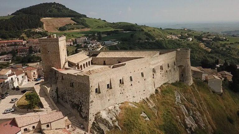 Castello di Deliceto vista da un drone